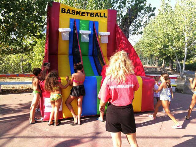 Basket gioco gonfiabile a 3 canestri in pvc h 4 metri