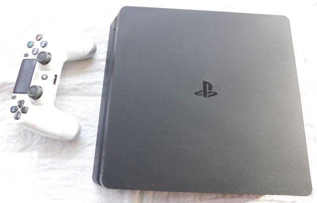 Vendo ps4 slim 500 mb con giochi e controller