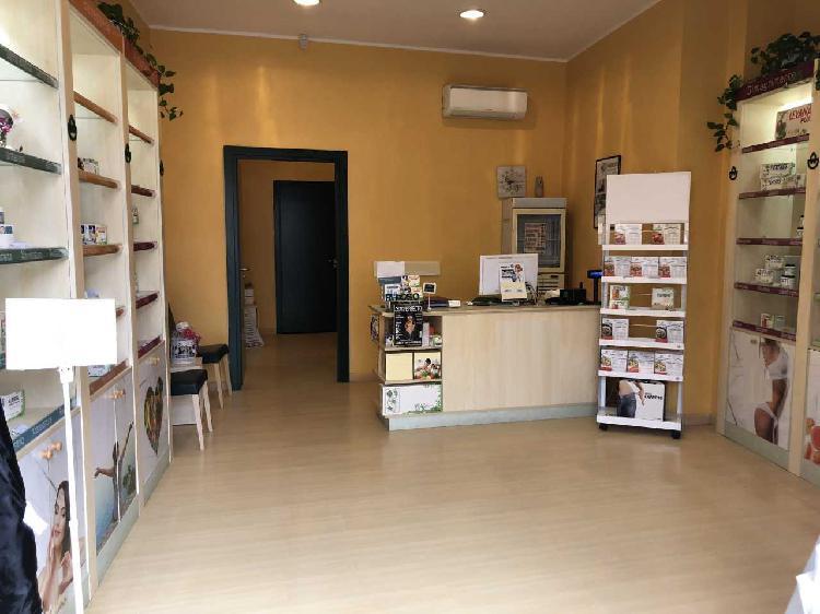 Locale commerciale - 1 Vetrina a Centro storico, Catanzaro