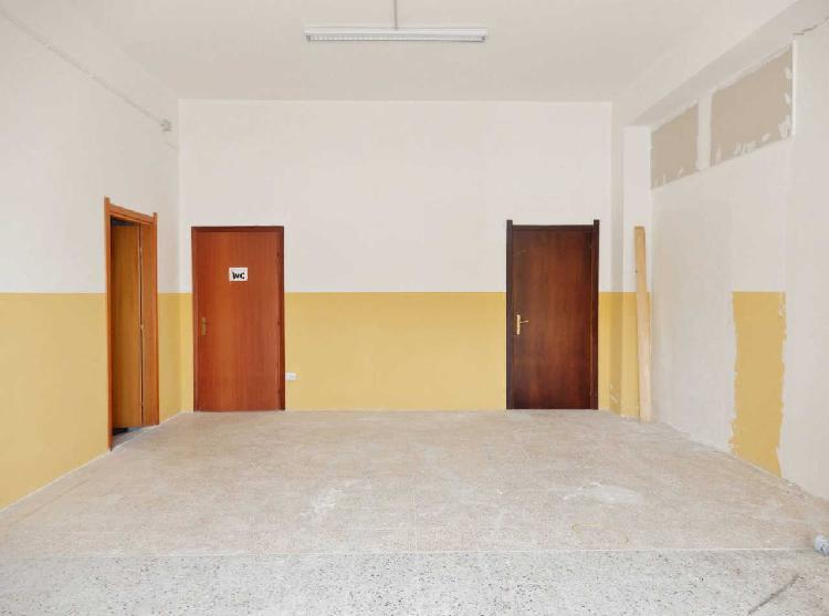 Locale commerciale - 2 Vetrine a Stadio, Catanzaro