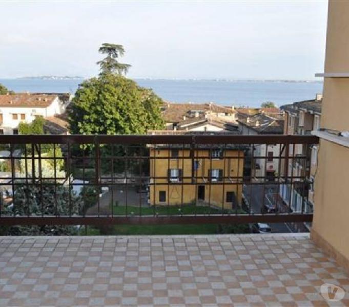 Appartamento in centro storico con vista lago