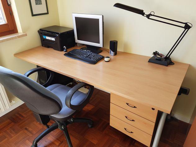 Scrivania, cassettiera, poltrona ufficio