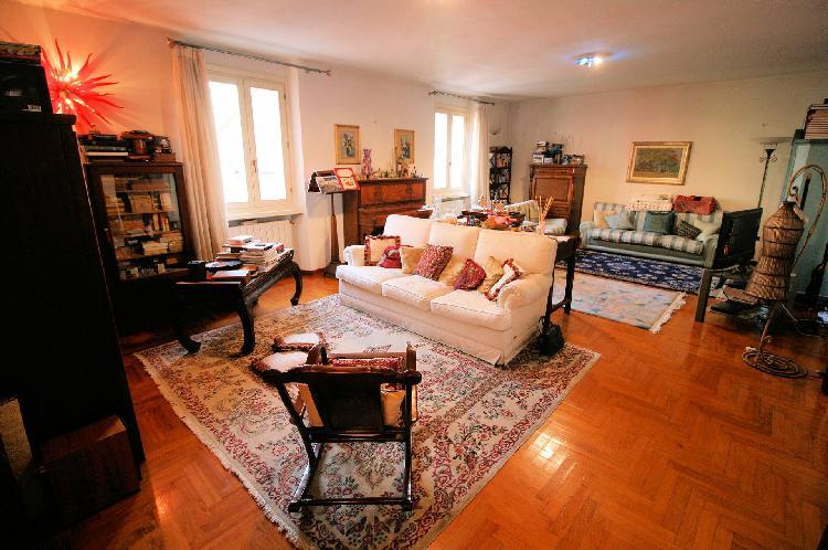 Appartamento con terrazzo a montecatini-terme