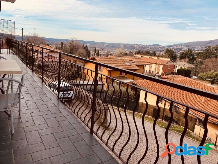 Erba:residenziale appartamento/ bella vista /box