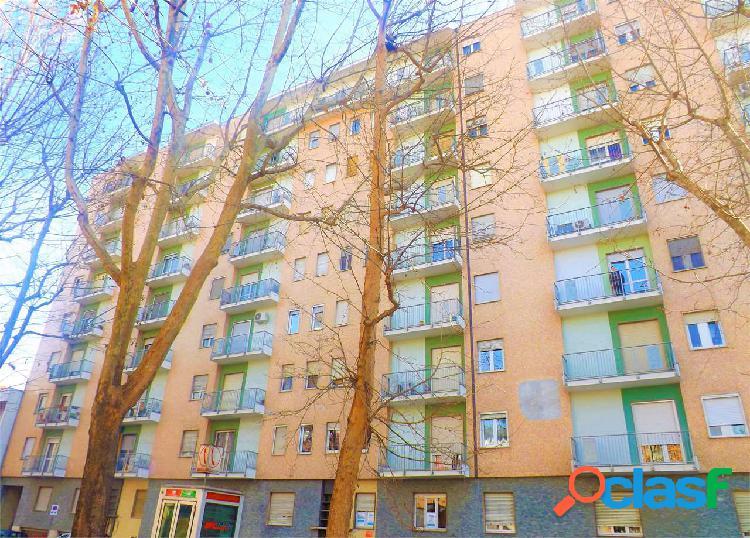 Appartamento con due camere zona piazza genova.