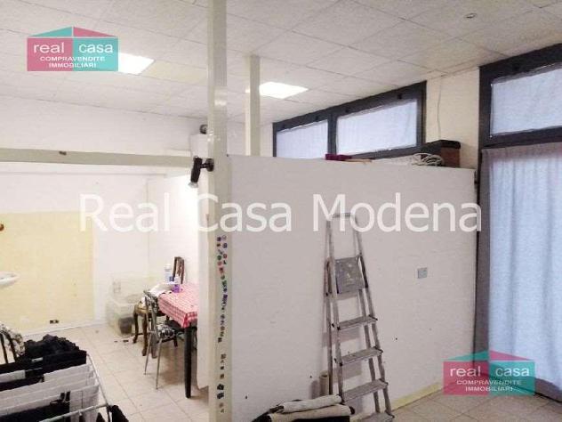 Ay304 - negozio / ufficio con 2 vetrine a modena