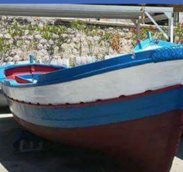 Barca di legno a motore