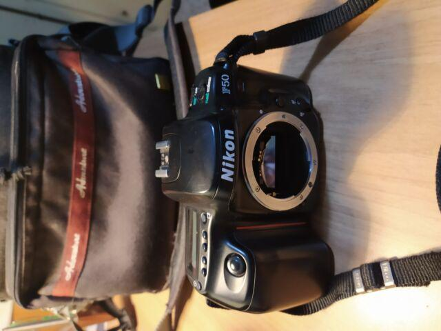 Macchina fotografica reflex nikon f50 analogica