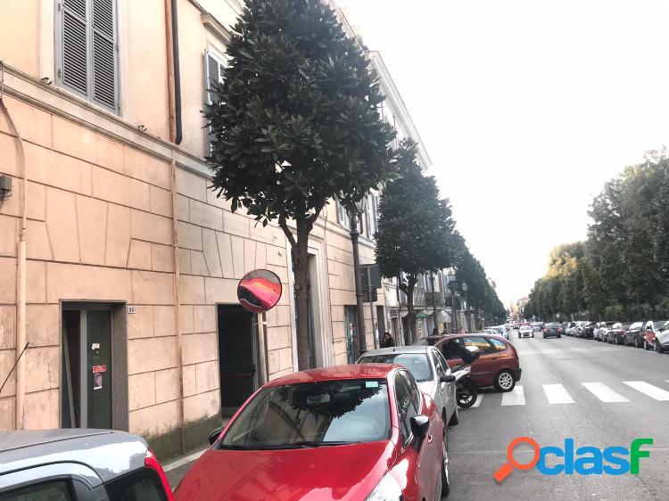 Albano laziale - negozio 4 locali € 2.900 na401
