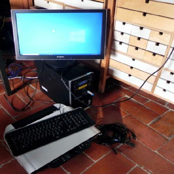 Computer fisso quad core windows 10 pro