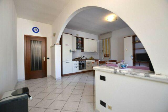 Appartamento trilocale con capannone a casaloldo mn