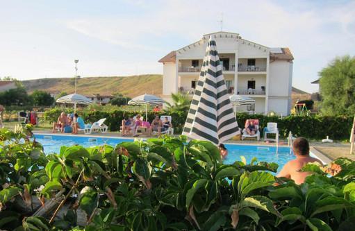 Appartamento vista mare in residence barko le castella isola
