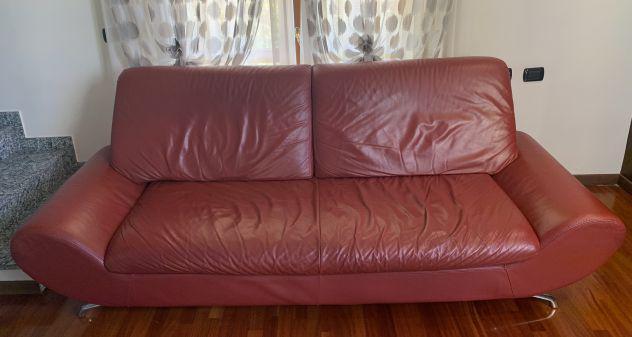 Divano in pelle color rubino: 4 posti (235x97x90)