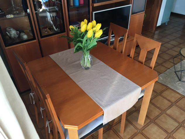 Tavolo soggiorno in noce con 4 sedie