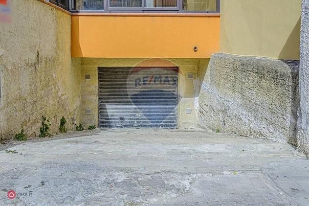 Garage/posto auto di 178mq in via bondifè 24 a priolo