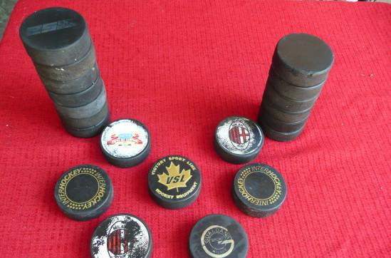 Dischi per hockey su ghiaccio.