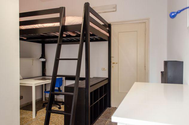 Metro bologna ampia stanza con balcone privato e affaccio