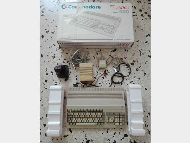 Retro vintage classic commodore amiga 500 computer usato