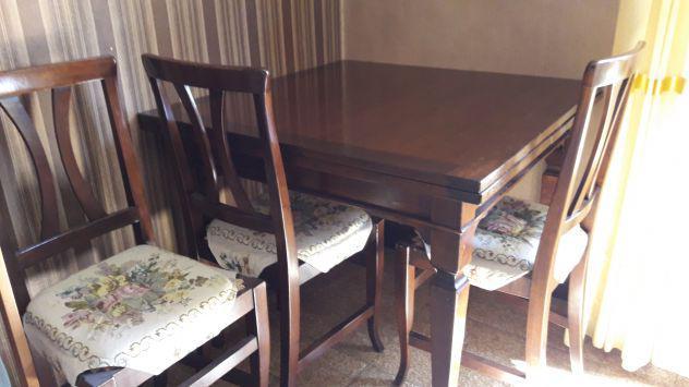 Vendo tavolo con 4 sedie