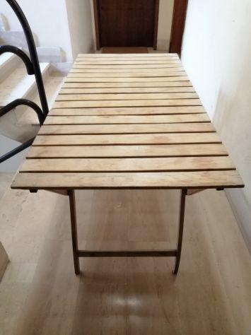 Tavolino e 4 sedie da giardino in legno