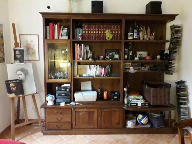 Libreria in legno massello con vetrinetta