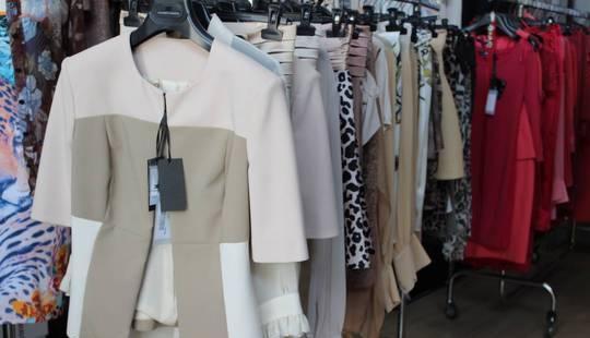 Disponibile stock di abbigliamento firmato elisabetta