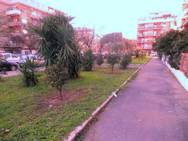 Ostia levante delizioso piano terra con giardino
