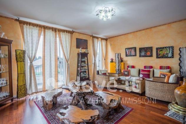 Villa di 220 m² con 4 locali e box auto in vendita a lesmo