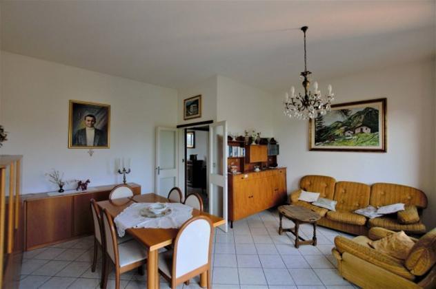 Appartamento di 100 m² con 5 locali e box auto in vendita a