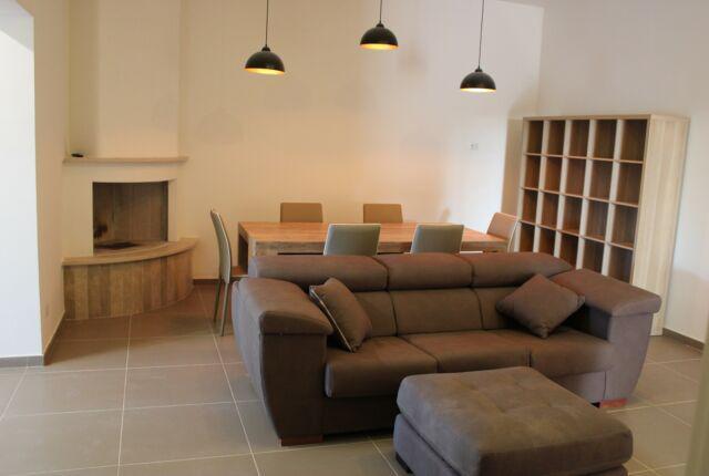 Arredamento completo e moderno, ampia veranda