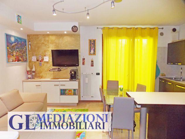 Appartamento su due livelli con giardino gl446