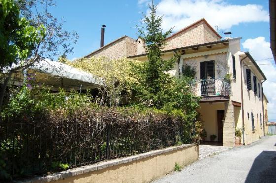 Montefalco,vendita casa semindipendente