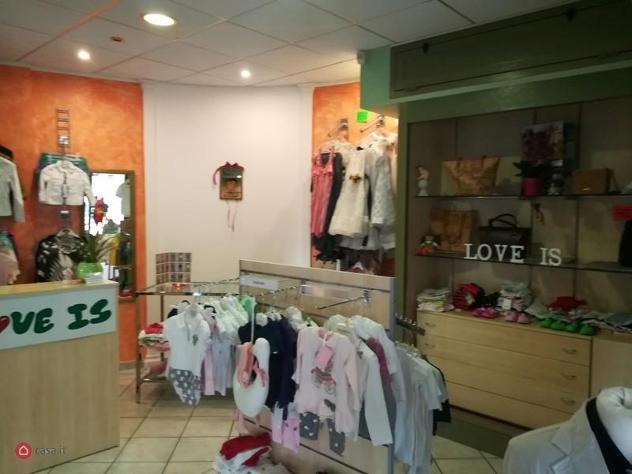 Locale commerciale di 30mq in piazza delle magnolie a