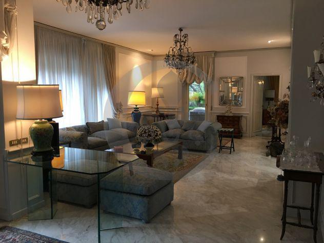 Rif. 4372 - Appartamento di 270 mq con 6 locali in affitto a