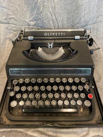 Macchina da scrivere olivetti studio 42