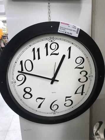 Orologio rotondo nero da muro