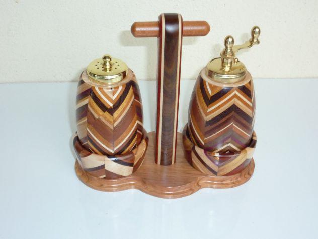 Oggetti d'artigianato in legno esotico.