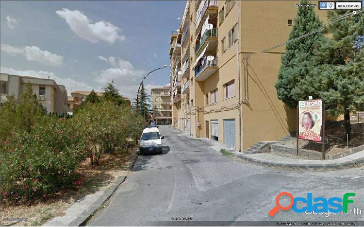 Appartamento zona monte con posto auto