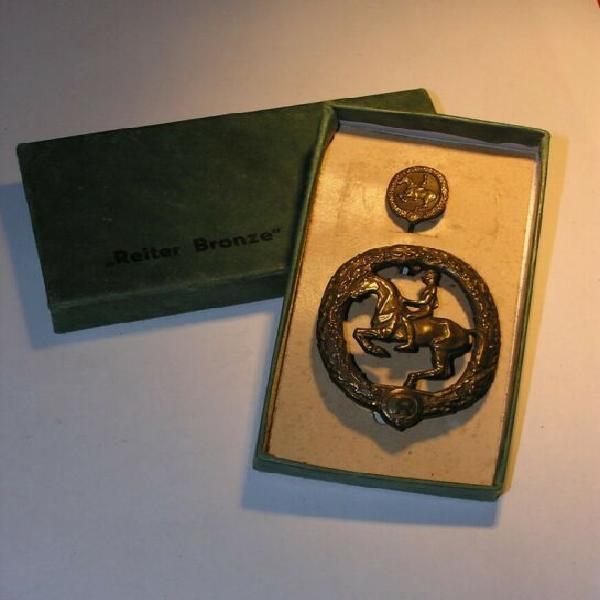 Distintivo tedesco cavaliere+pin+custodia cat.bronzo iii
