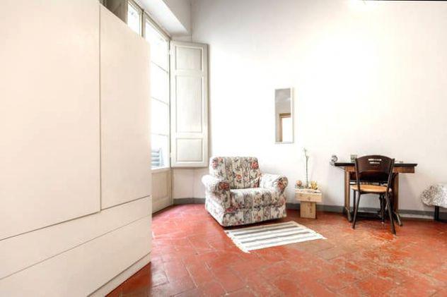 Grande stanza singola in centro storico s. croce da giugno