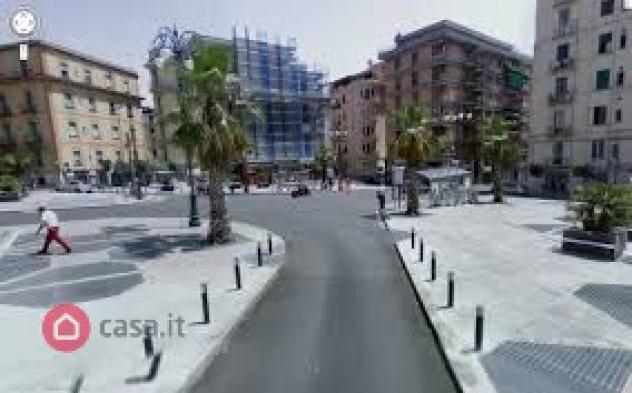 Locale commerciale di 45mq in piazza xxiv maggio a salerno