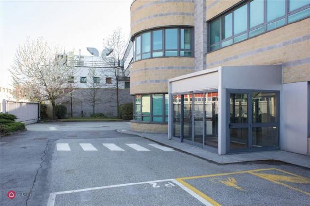 Ufficio di 610mq in via vincenzo monti23 a pero