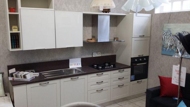 Cucina rovere laccato top in quarzo senza elettrodomestici