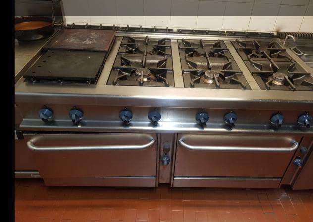 Cucina industriale a gas 8 fuochi