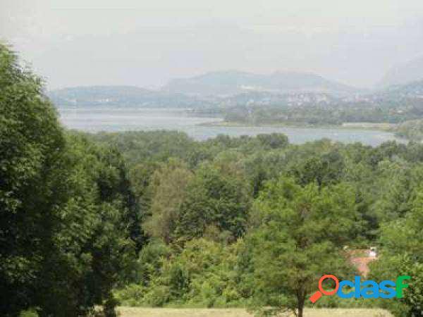 Mansarda mq. 300 vista lago e monti