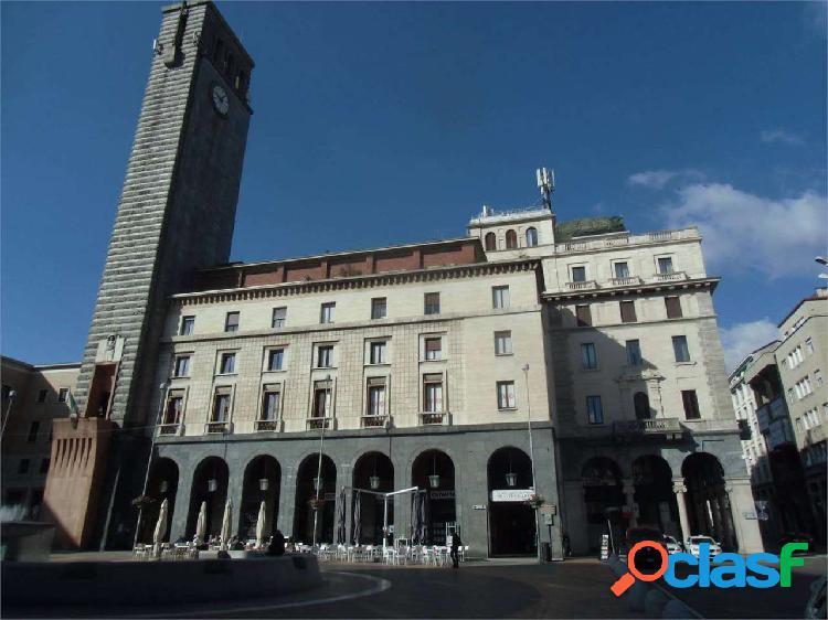 Prestigioso appartamento nella piazza principale d