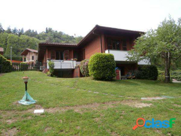 Villa singola nel verde, giardino privato mq. 150