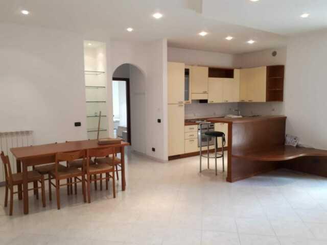 Appartamento piano terra con giardino privato, garage