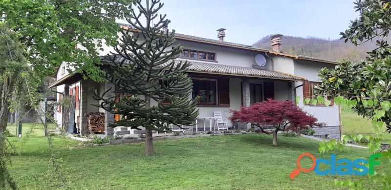 Villa indipendente con giardino a borgo val di taro