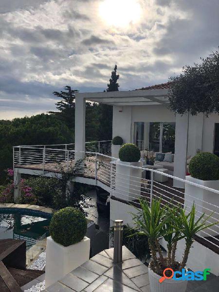 Spettacolare villa moderna con vista mare